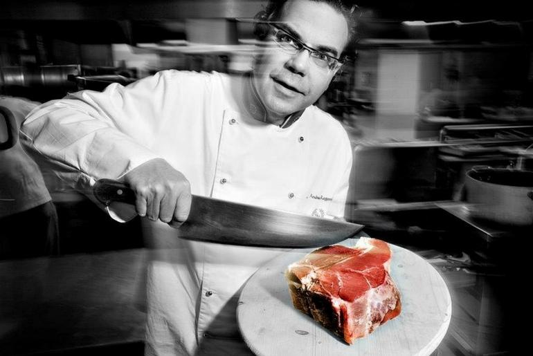 Chef Andrea Ragoni conduce scenografici cooking show di intrattenimento per eventi e cene aziendali al Centro Congressi Il Globo Firenze
