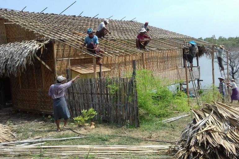 La costruzione della guest house impiega l'intera comunità e sosterrà l'accoglienza turistica nell'area