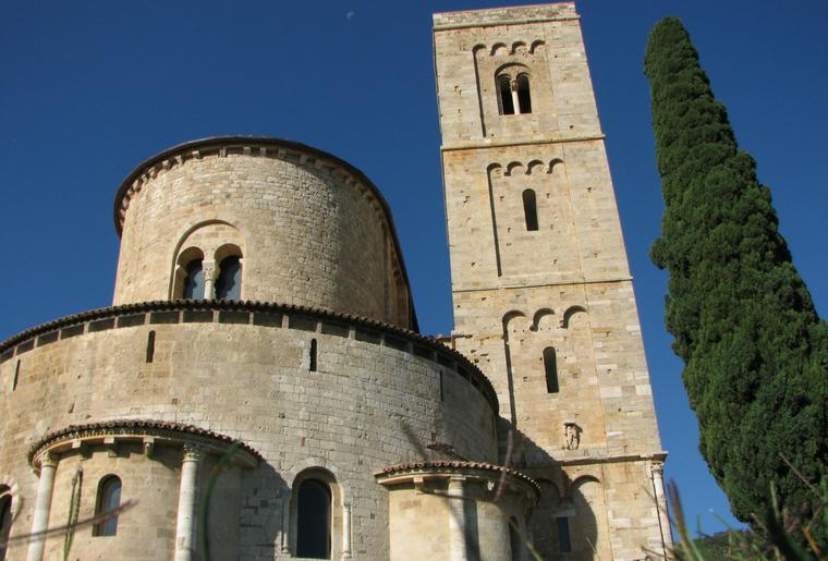 Trekking in Toscana per scoprire l'Abbazia di Sant'Antimo risalente al XII secolo