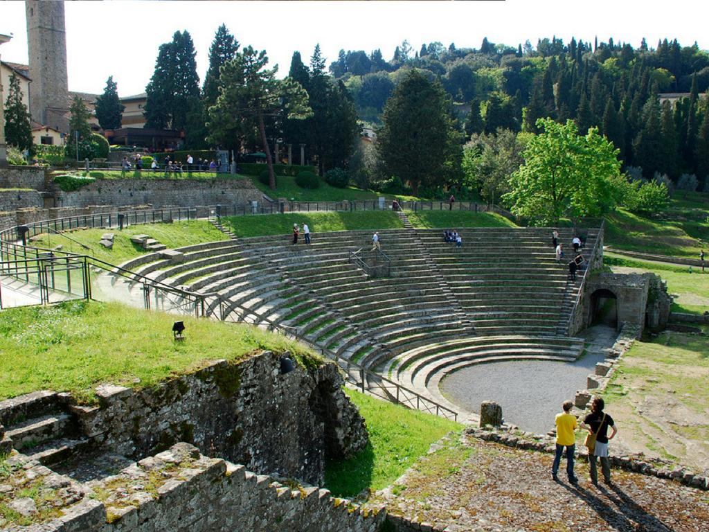 Dal 21 giugno al 19 agosto al Teatro Romano vanno in scena diversi artisti