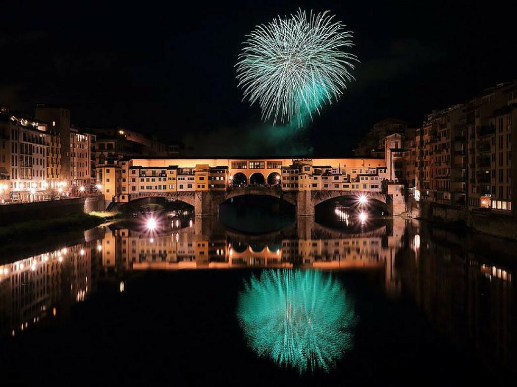 ''Fochi'': Fuochi d'artificio Ponte vecchio