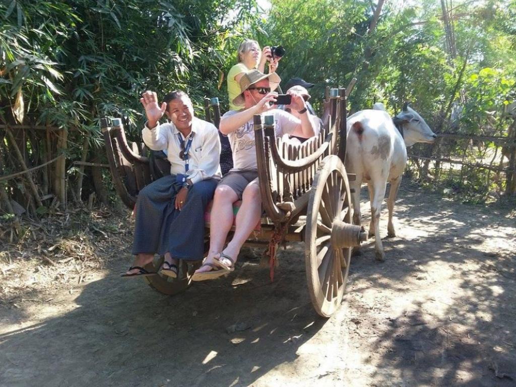 Turisti sul carretto - Myanmar