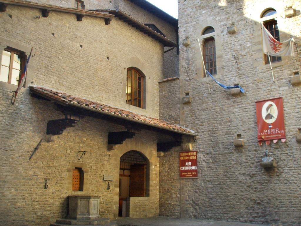 Casa Museo Dante Alighieri - Passeggiata letteraria - Firenze, Italia