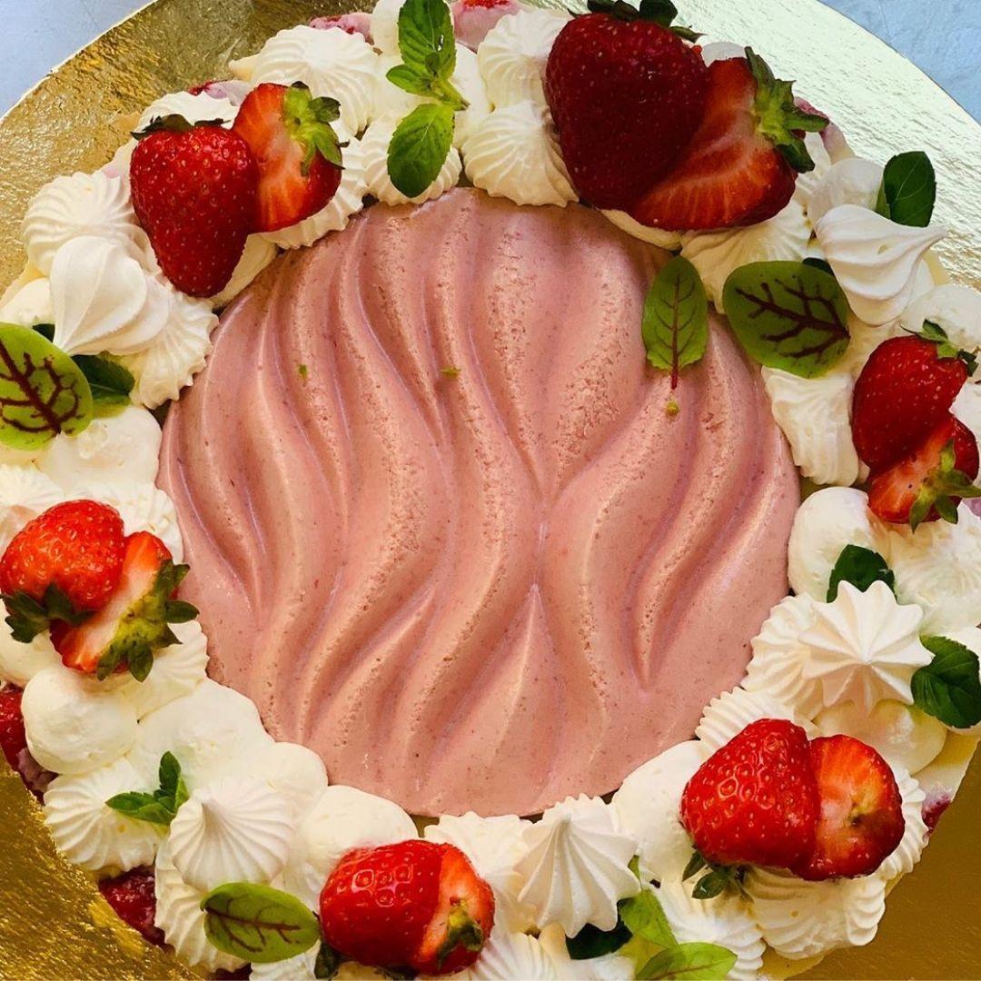 dolci e torte creative - torta di fragole - cheesecake - arte pasticcera - Lina Shopova - FH55 Grand Hotel Palatino