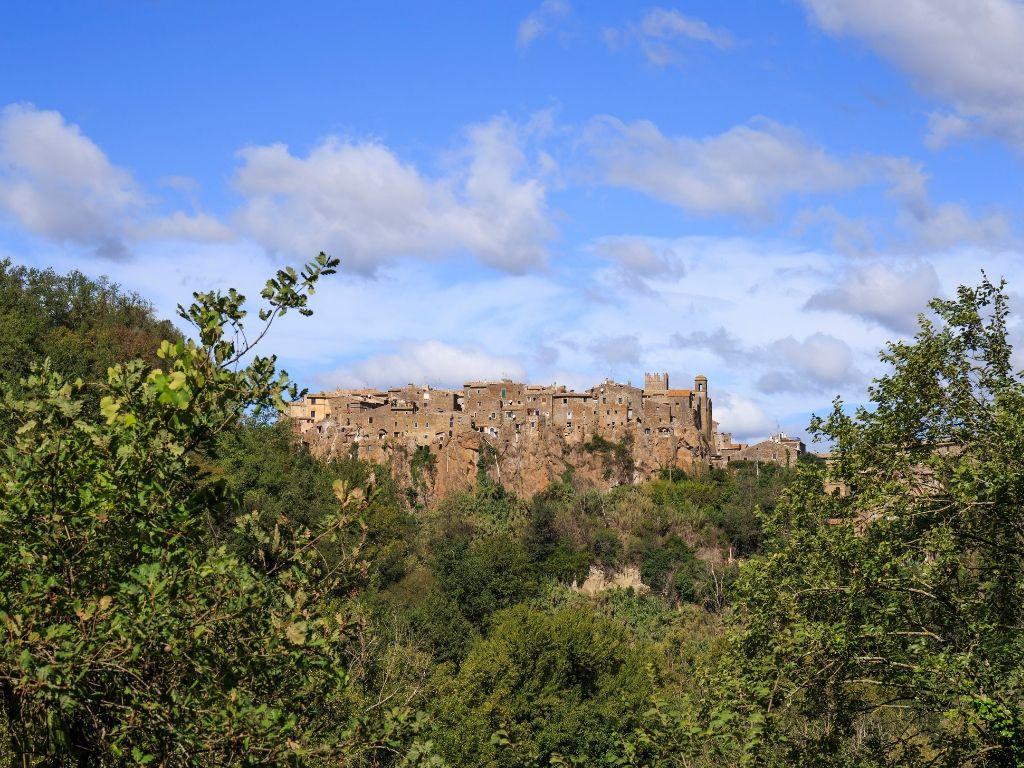 trekking al borgo di Calcata fra Toscana e Lazio