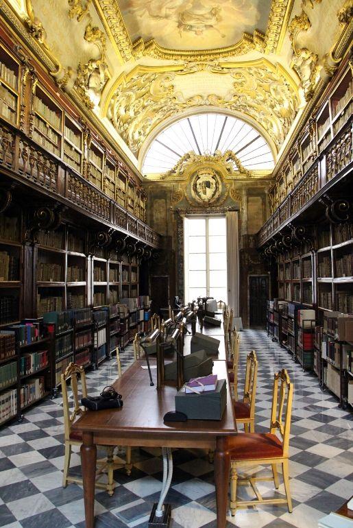 La Biblioteca Riccardiana luogo dove lasciarsi avvolgere dall'atmosfera letteraria