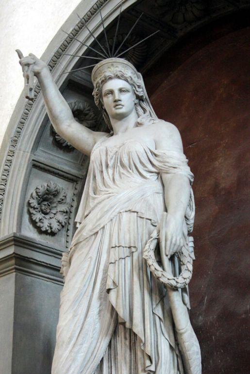 Statua della libertà della poesia, all'interno della Basilica di Santa Croce